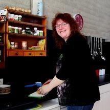 Ria van Londen is vrijwillig coördinator bij De Eettafel in Plein Zuid